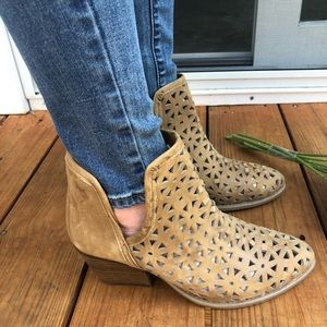 Musse & Cloud Tan Ankle Boho Boots NWT